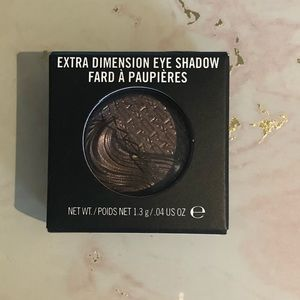 "MAC extra dimension eyeshadow in ""stolen moment"""